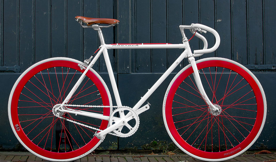 The Strike lucky moosach bikes wit white